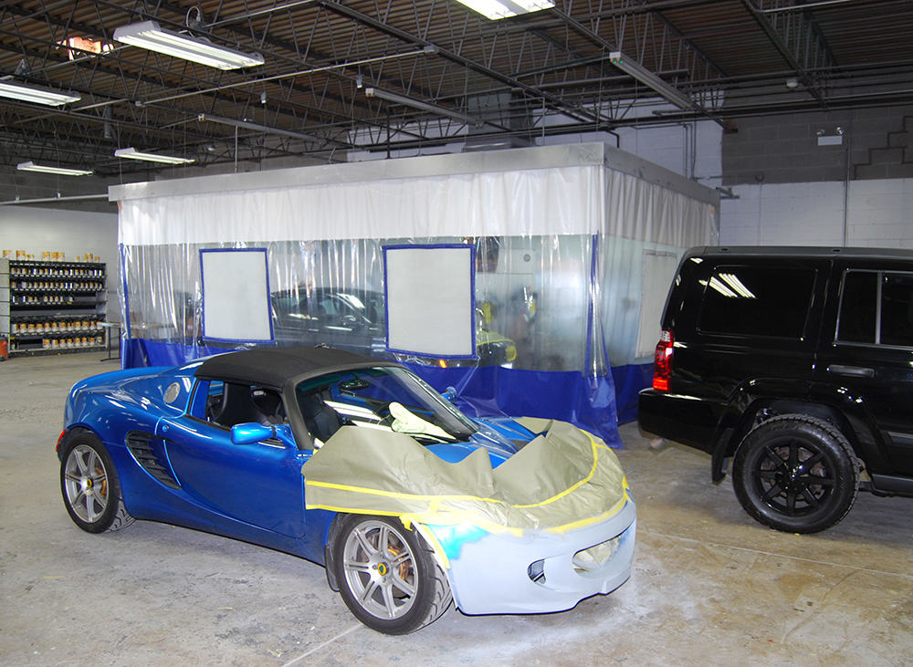 Custom body shop curtain walls auto body work stations for Car paint shop